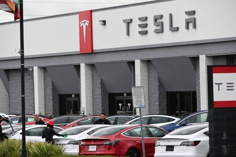 Tesla ætlar að virða skipanir yfirvalda að vettugi